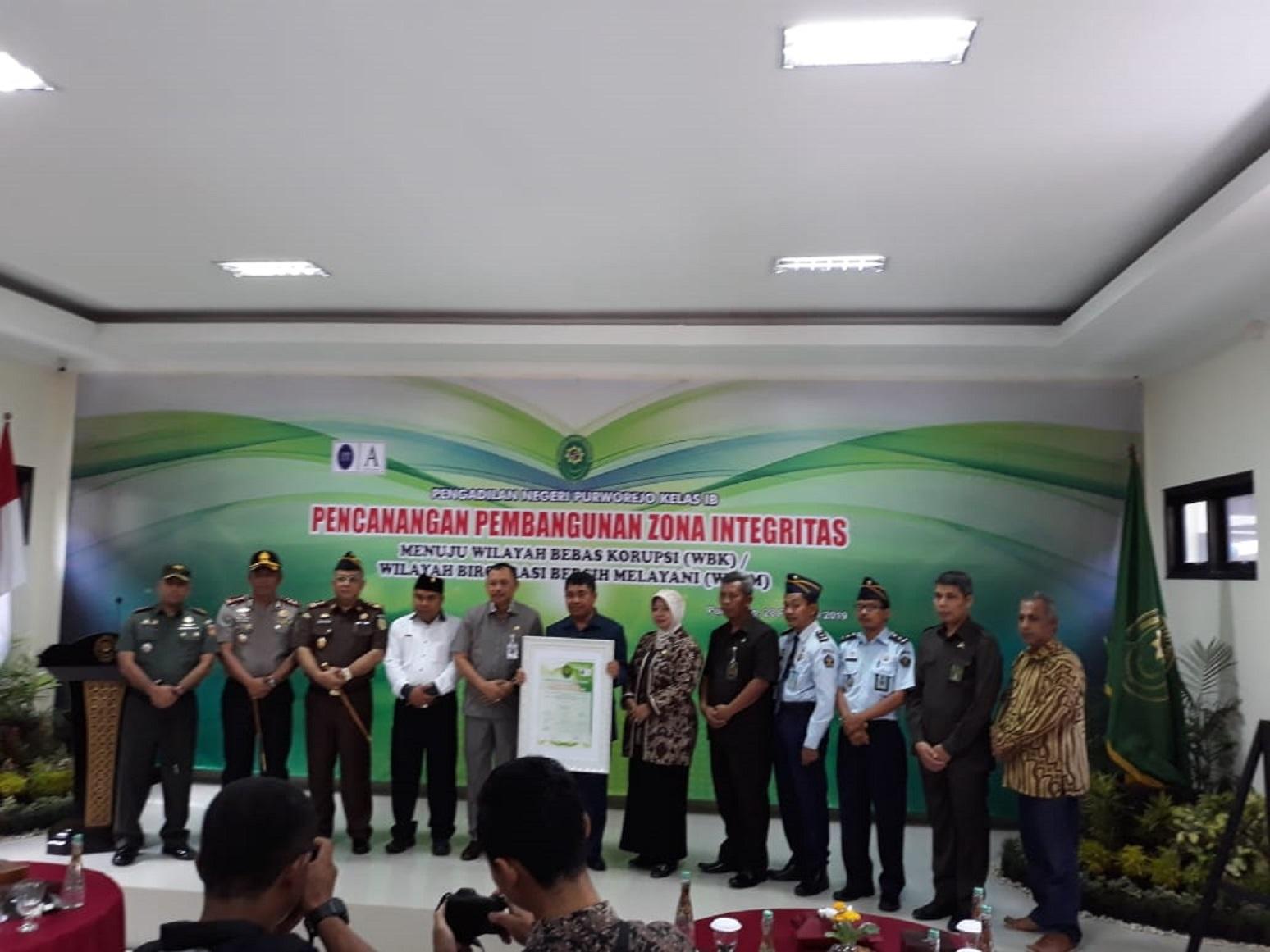 Pengadilan Negeri Purworejo Ikrar mewujudkan Zona Integritas menuju Wilayah Bebas Korupsi (WBK) dan Wilayah Birokrasi Bersih Melayani (WBBM)