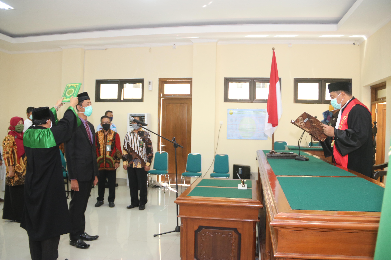 Pengambilan Sumpah Jabatan Dan Pelantikan Panitera Pada Pengadilan Negeri Purworejo