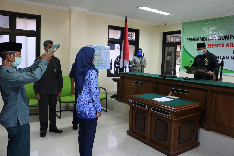 Acara Pengambilan Sumpah Pegawai Negeri Sipil (PNS) Sdri. Hesti Srieyanti, S.H.