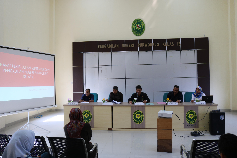 Rapat Kerja Periode September 2019 Pada Satuan Kerja Pengadilan Negeri Purworejo, Tujuan Rapat untuk mengevaluasi kinerja, dalam penjelasan KPN Puworejo Bapak Sutarno, SH., MH.  bahwa Monitoring Implementasi SIPP agar diperhatikan ketepatan waktu