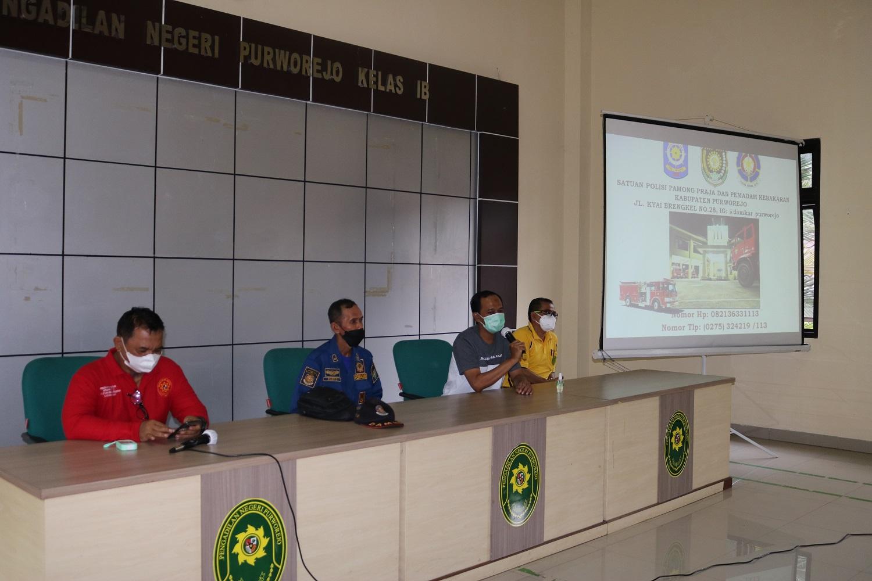 Sosialisasi APAR (Alat Pemadam Api Ringan) dan Simulasi Pemadam Kebakaran Di Pengadilan Negeri Purworejo